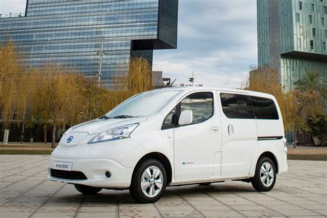 nissan range nissan e nv200 van gets battery upgrade for 174 mile range