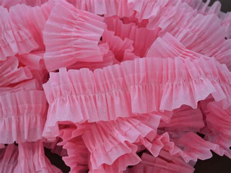 How To Make Paper Streamers - how to make ruffled crepe paper easy ruffled crepe paper
