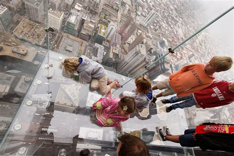 Glass Floor Building Chicago by Willis Tower Skydeck Glass Cracks Tourists New