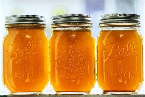 Barren Bone Broths In Jars To Detox Systems by 2016 Detox Trends What S New In The World Of Cleansing