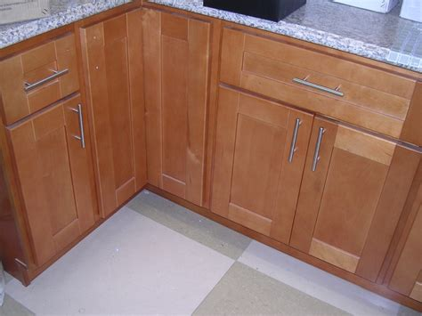 maple shaker kitchen cabinets rta cabinet broker 1r honey maple shaker 908 kitchen