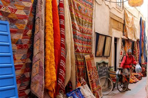 buying rugs in marrakech what to buy in the markets in morocco