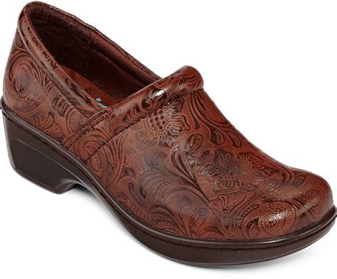 yuu shoes jcpenney yuu yuu bethanee slip on shoes shopstyle