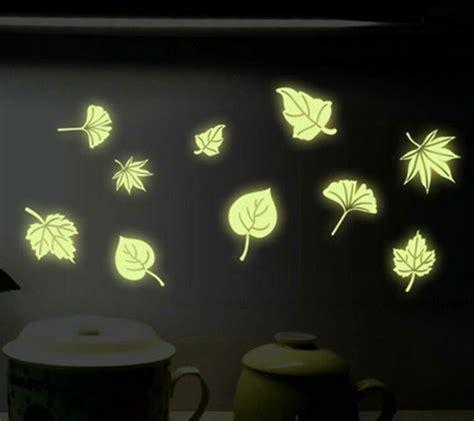 Set Stiker Dekorasi Glow In The Motif Bulan Bintang Dan Komet jual stiker dinding glow in the stiker dinding murah
