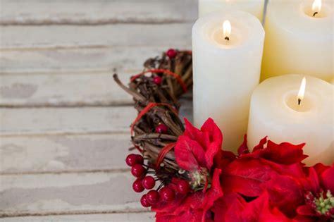 imagenes velas rojas encendidas velas blancas encendidas con flores rojas descargar