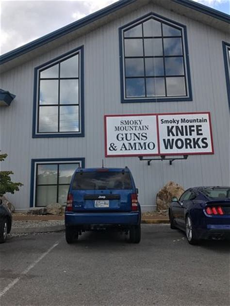 sevierville knife works south entrance picture of smoky mountain knife works