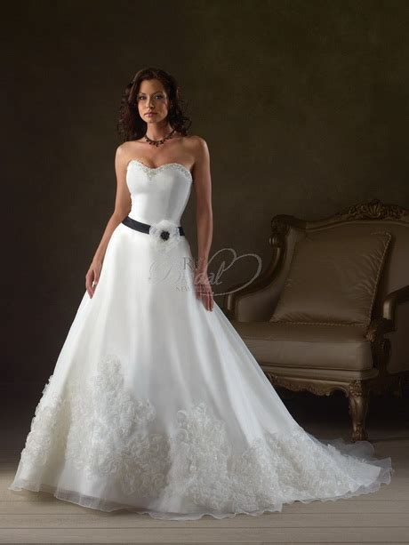 Discount Bonny Wedding Dresses by Bonny Bridal Gowns