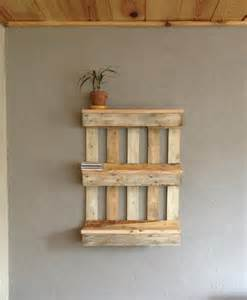 bookshelf out of pallets