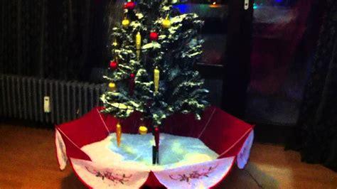 schneiender weihnachtsbaum schneefall youtube