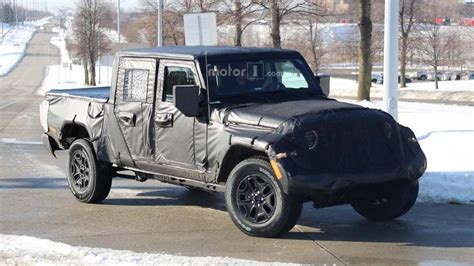 jeep truck spy photos jeep scrambler pickup spied on the streets near fca hq