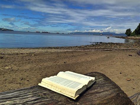 gratis libro e trends 1 workbook 2014 bch 1 para descargar ahora reading a book on the beach a large book i encountered on flickr