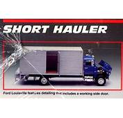 Ford Louisville CL 9000 Short Hauler Delivery Truck 1/25
