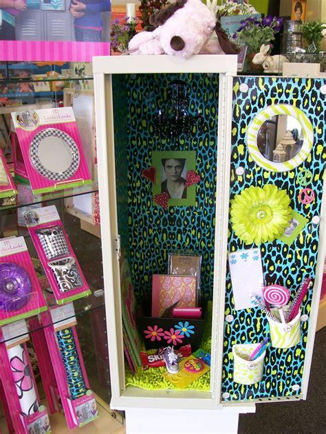 school locker decorations available at s hallmark in east moline locker lookz