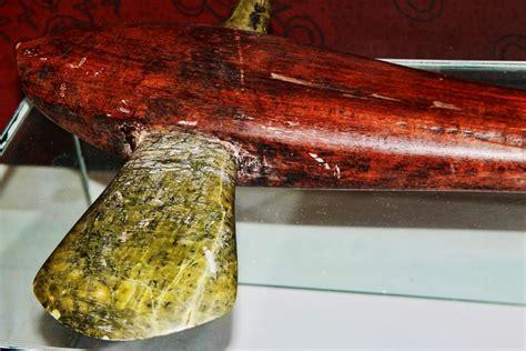 Bahan Nefrit senjata tradisional yang lahir dari alam situs budaya