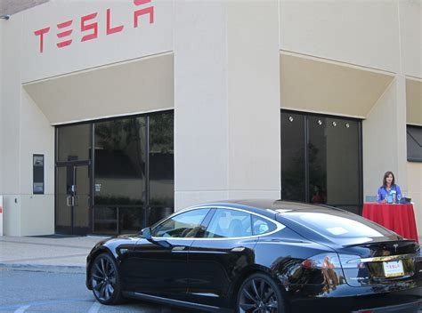 geeks descend on tesla in silicon valley fresh