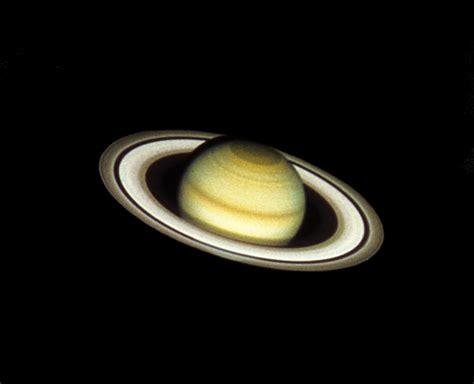 saturn on telescope saturn through hubble telescope www pixshark