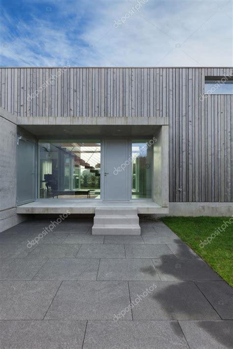 ingresso casa moderna ingresso di una casa moderna foto stock 169 zveiger 107908890