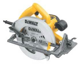 amazon com dewalt dw368k heavy duty 7 1 4 inch lightweight circular saw kit home improvement