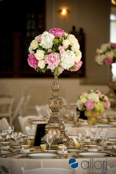 55 Easy Flower Arrangement Decoration Ideas Pictures White Pink Green Yellow Wedding Table Arrangement Wedding Flowers Pinterest Wedding Table