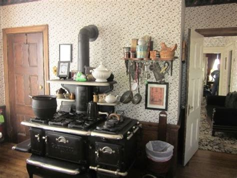 lizzie borden lizzie in the kitchen 1000 images about lizzie borden house on pinterest