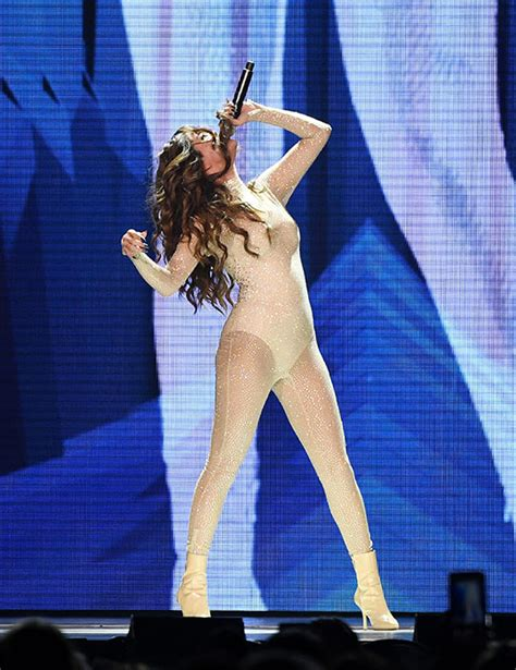 Selena Gomez New Hairstyle by Selena Gomez Debuts New Fringe Hairstyle