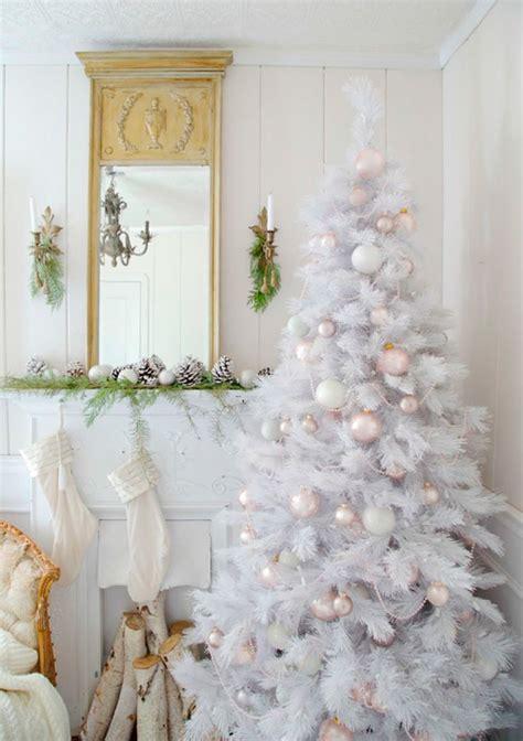 tema warna unik  pohon natal