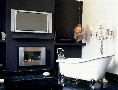 tips to create traditional bathroom designs with black and white