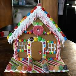 Decorating Ideas For Gingerbread Houses Decorating A Gingerbread House For Rainforest