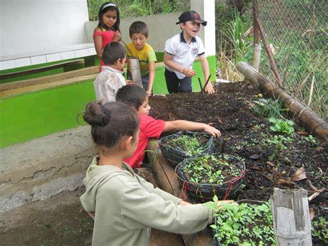 imagenes niños trabajando en la escuela proyecto de aula escuela la arabia la huerta escolar