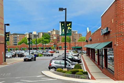 along with the goods bay terrace homegoods is coming to the former barnes noble space at