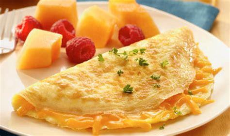 membuat omelet sosis resep omelete sosis keju untuk makan malam si kecil