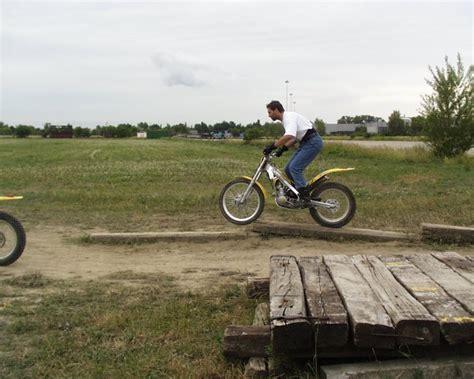 Trial Motorrad Wheelie by Trialkurs