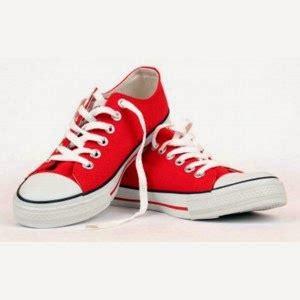 Sepatu Kets Smile Biru 02 fiksi dan realitas perbedaan antara sepatu sneakers dan sepatu trainers