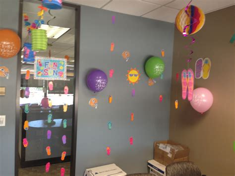 13 best cubicle birthday decorating ideas images on cubicle ideas cubicle desk birthday decoration ideas for work hostgarcia