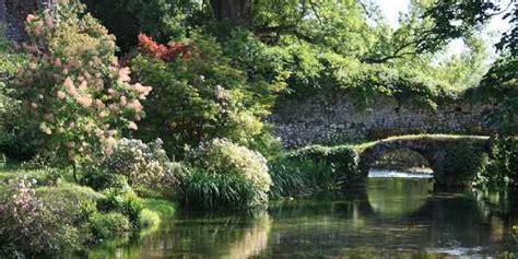 giardini di ninfa immagini il suggestivo e colorato giardino di ninfa per perdersi
