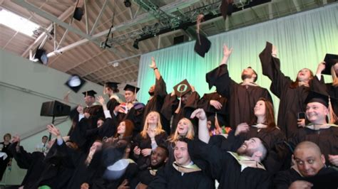 Uo Mba Portland by Uo Portland Recognizes 144 Graduates From All Programs