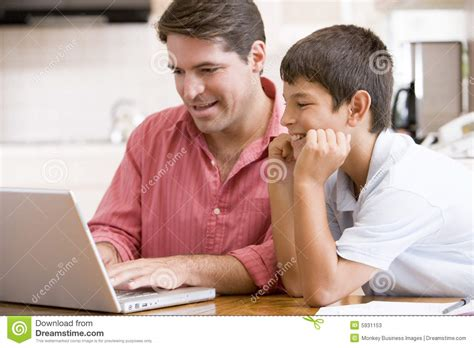 фото мужчин молодых в очках
