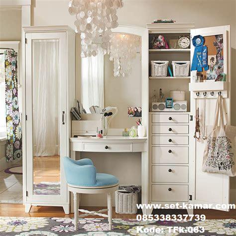 Lemari Make Up meja rias dan lemari pakaian kaca atau sering di sebut meja make up atau meja hias berbahan baku
