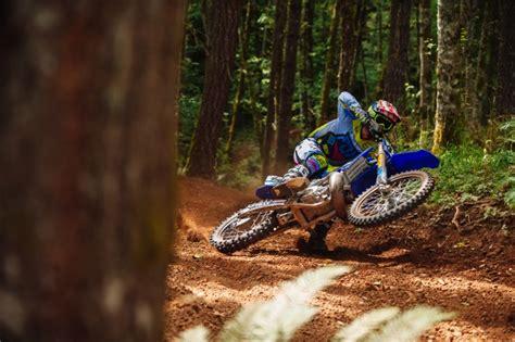 how to wheelie a motocross bike image gallery motocross wheelie