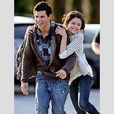 Selena Gomez And Taylor Lautner Kissing   350 x 466 jpeg 63kB