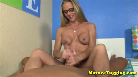 Mature Homemade Handjob With A Real Housewife On Gotporn