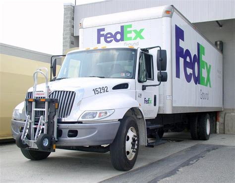 file fedex ground delivery truck navistar jpg wikimedia
