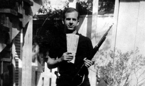 lee harvey oswald backyard photos john f kennedy killer s photo authentic india com