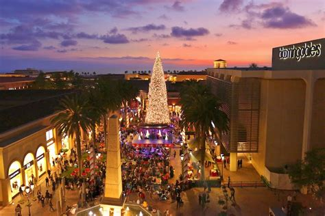 christmas light up in fashion island fashion island s tree lighting ceremony