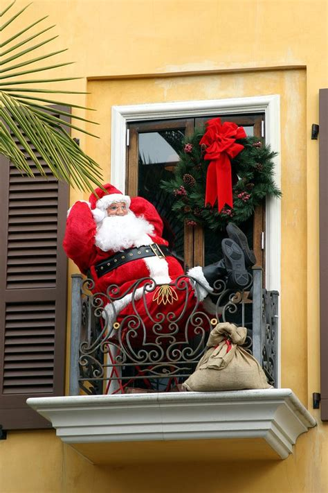 balcony christmasdecorations decorating your apartment townhome or condo balcony for designers
