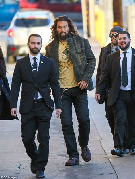 bodyguard actor game of thrones jason momoa towers over his burly bodyguards daily mail