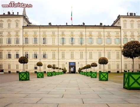 ingresso palazzo reale torino l ingresso al palazzo reale di torino la foto torino