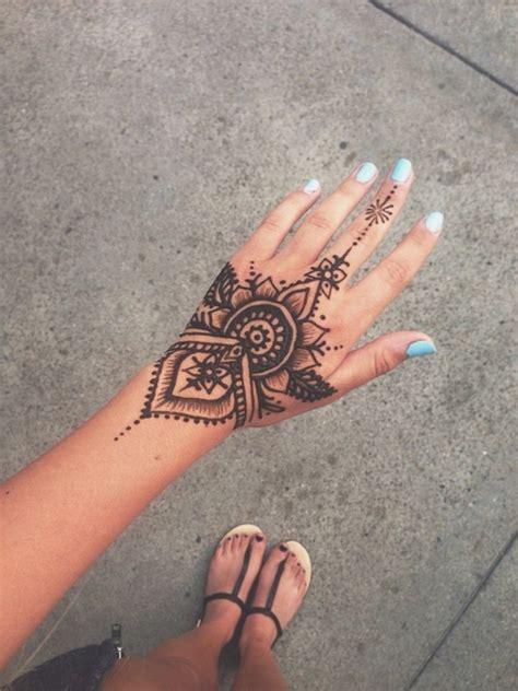 henna tattoo que es 23 tatuajes para la mano que te puedes hacer con henna