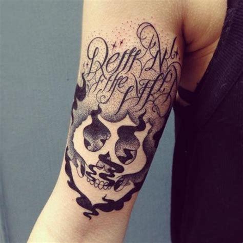 tattoo arm lettering tatuaggio braccio scritte teschio astratto di supakitch
