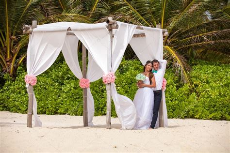 Pavillon Hochzeit by Junge Liebende Paar Hochzeit Im Pavillon Stockfoto